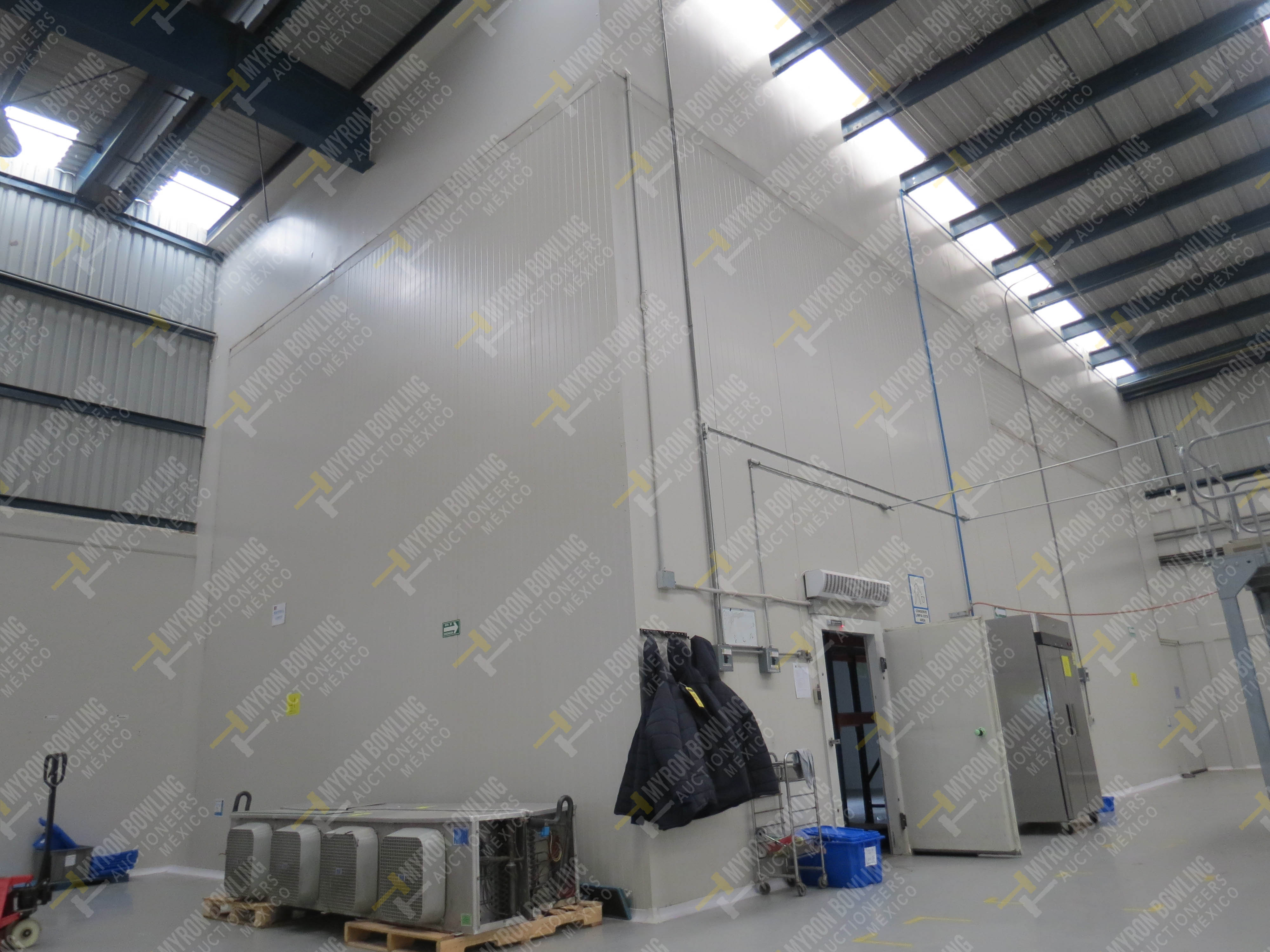 Cámara de refrigeración marca Krack, Modelo CSD-0301-L4K-133DD medidas 6.80 x 13.30 x 5.80