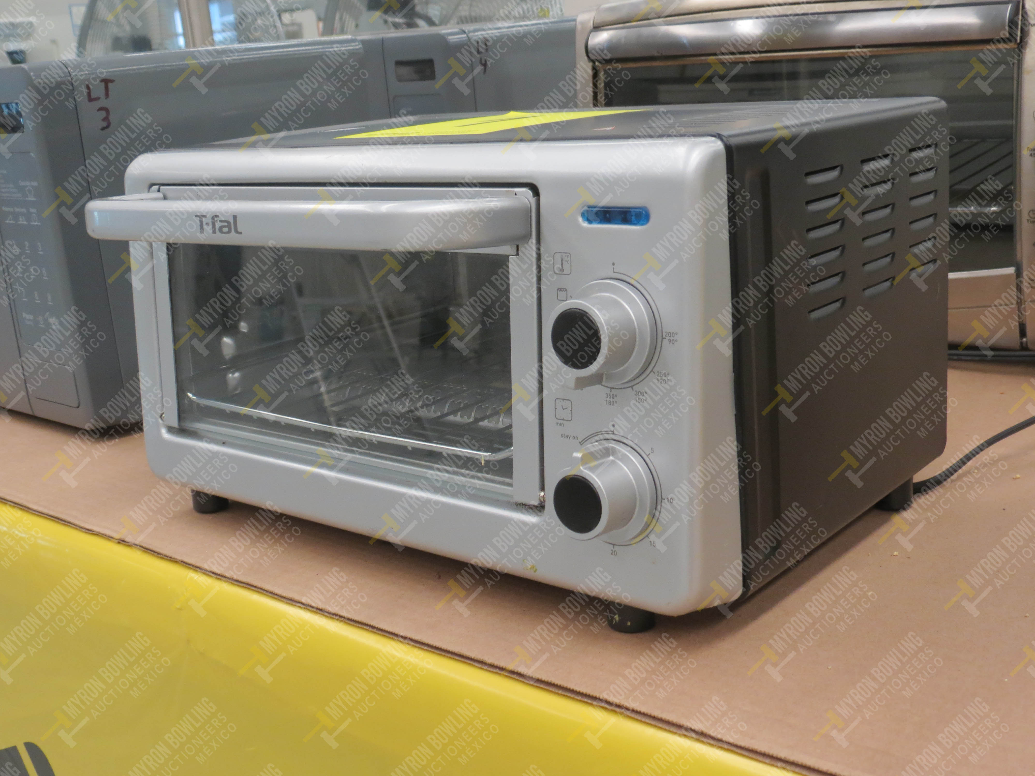 1 Horno eléctrico marca T-fal, Modelo OF160850 No. de Serie T066 y 1 Horno de microondas - Image 2 of 5