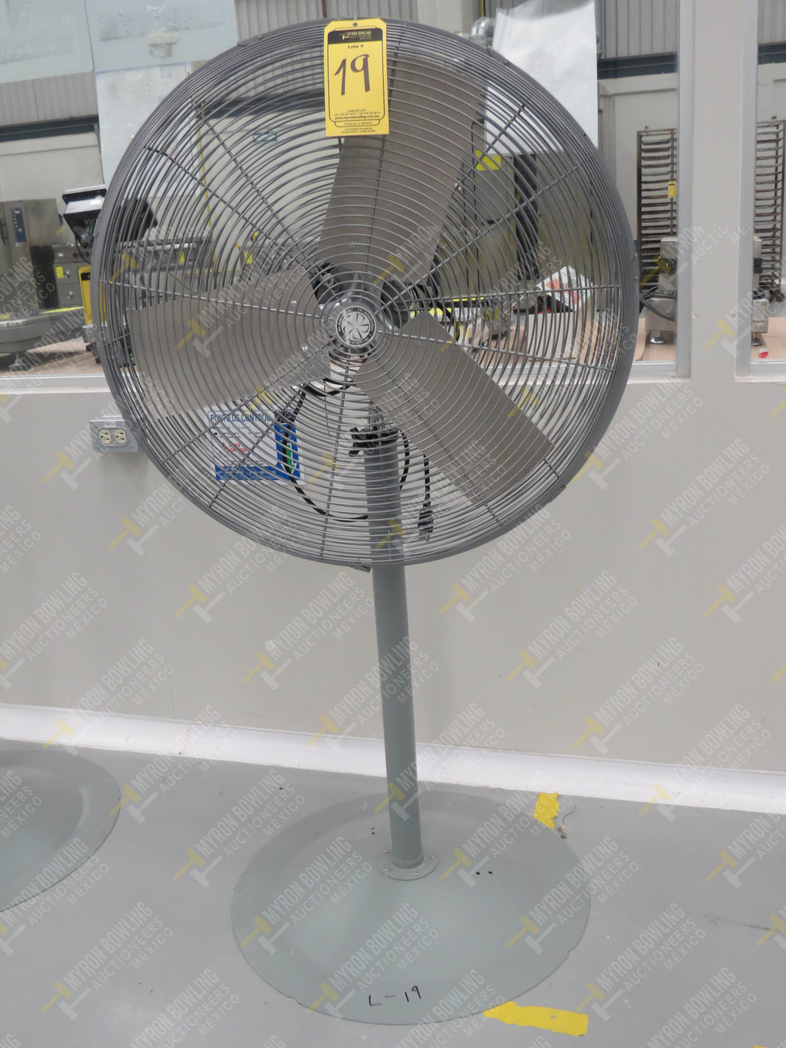 Ventilador de pedestal de 80 cm de diámetro marca TPI Industrial, Modelo CK48HF12JS26, … - Image 3 of 4