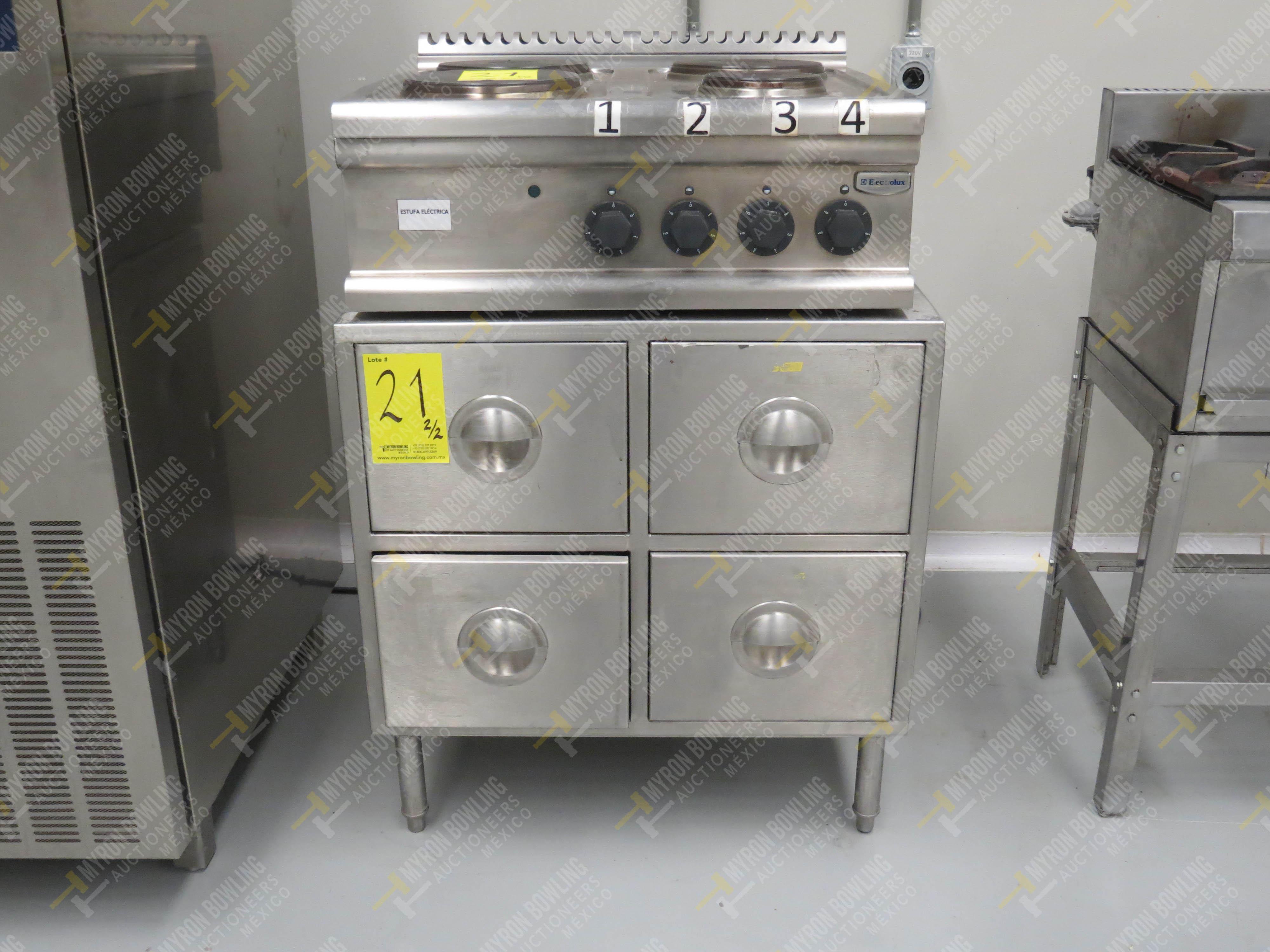 Estufa eléctrica de cuatro quemadores marca Electrolux de medidas 70 x 70 x 30 cm, … - Image 2 of 6