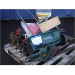 VARIOUS TOOLS - LAWN SPREADER, JACKS, VICE, DRUMS OF FENCE PAINT
