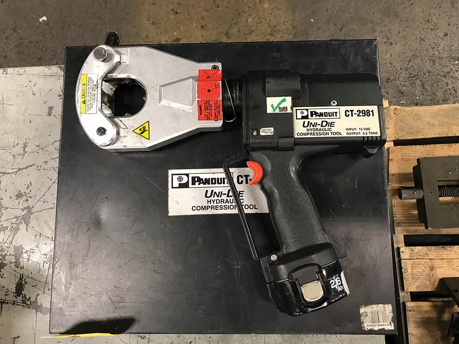 PANDUIT UNI-DIE HYDRAULIC 12V CORDLESS HYDRAULIC COMPRESSION TOOL, MODEL CT-2981, 6.2-TON OUTPUT - Image 2 of 3