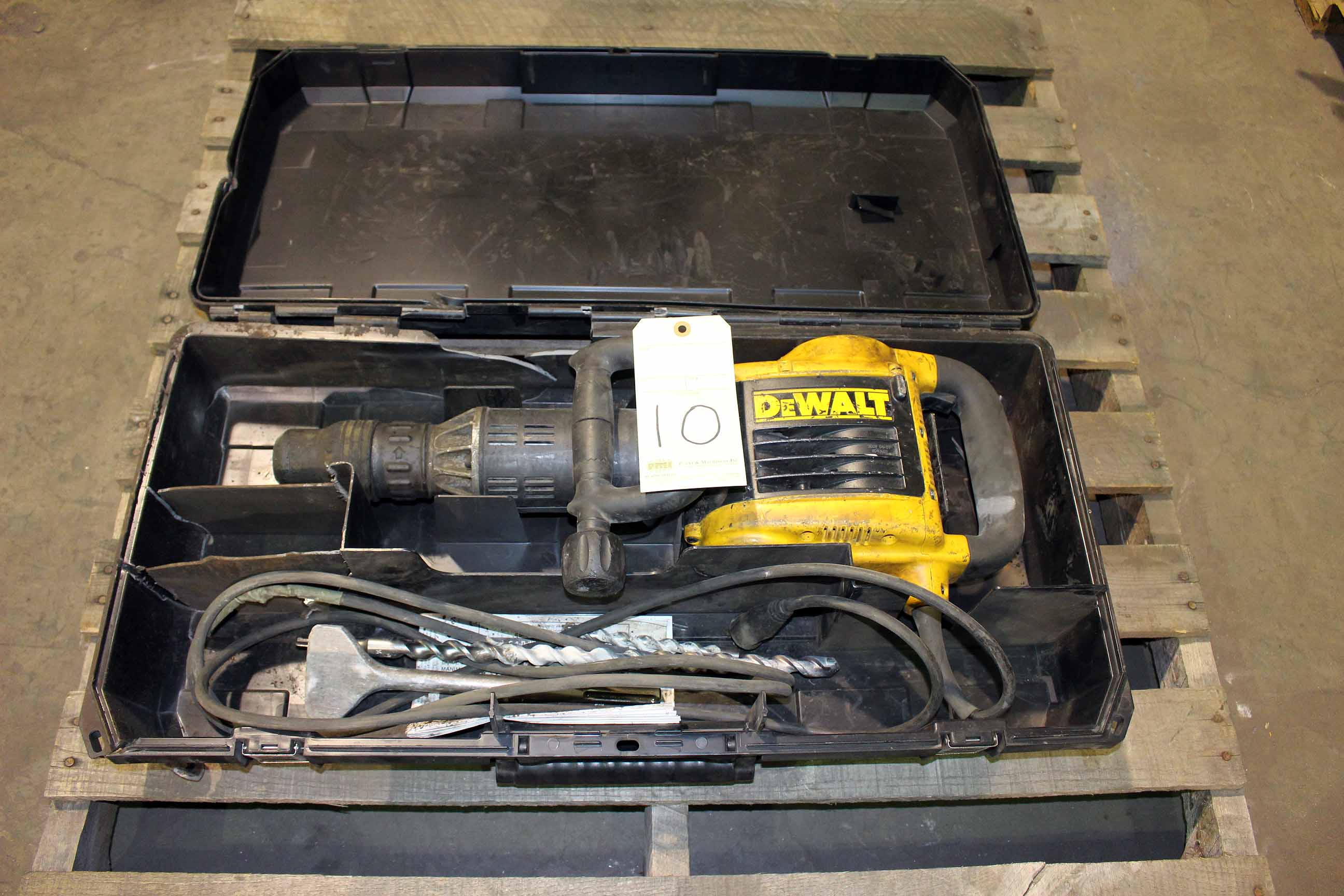 Lot 10 - ELECTRIC JACK HAMMER, DEWALT
