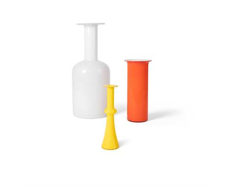 Otto Brauer for Holmegaard 'Gulvase' Vase glass, in white colourway, with a further two vases in yellow and red colour way, t