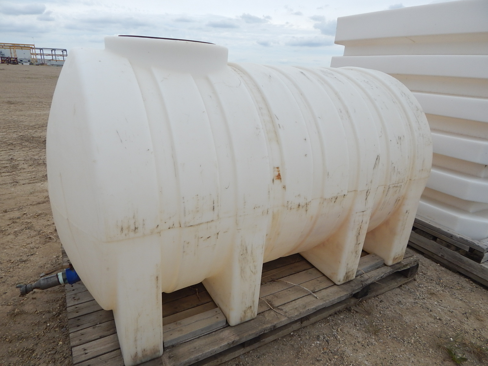 LIQUID STORAGE TANK WITH APPROX. 500GALLON CAPACITY, S/N: N/A - Image 2 of 2