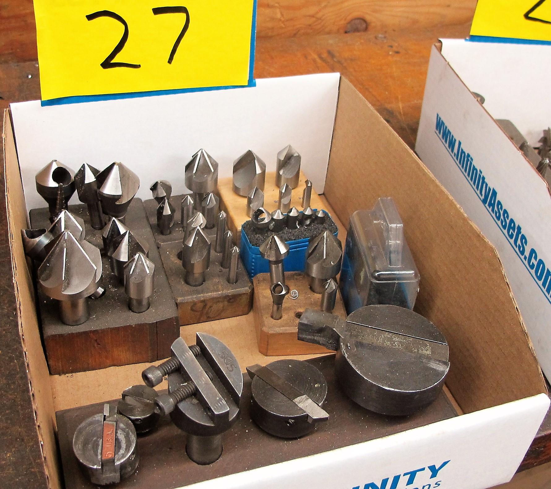 Lot 27 - CUTTING HEADS, ENDMILLS, ETC.