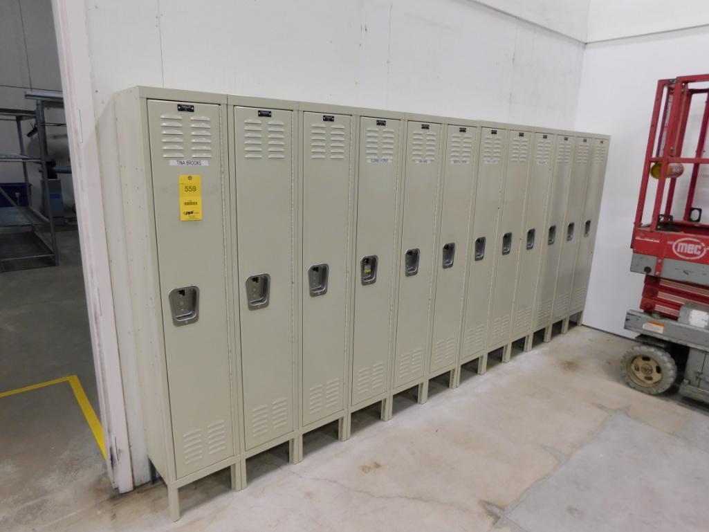 Lot 559 - LOT: (12) Employee Lockers