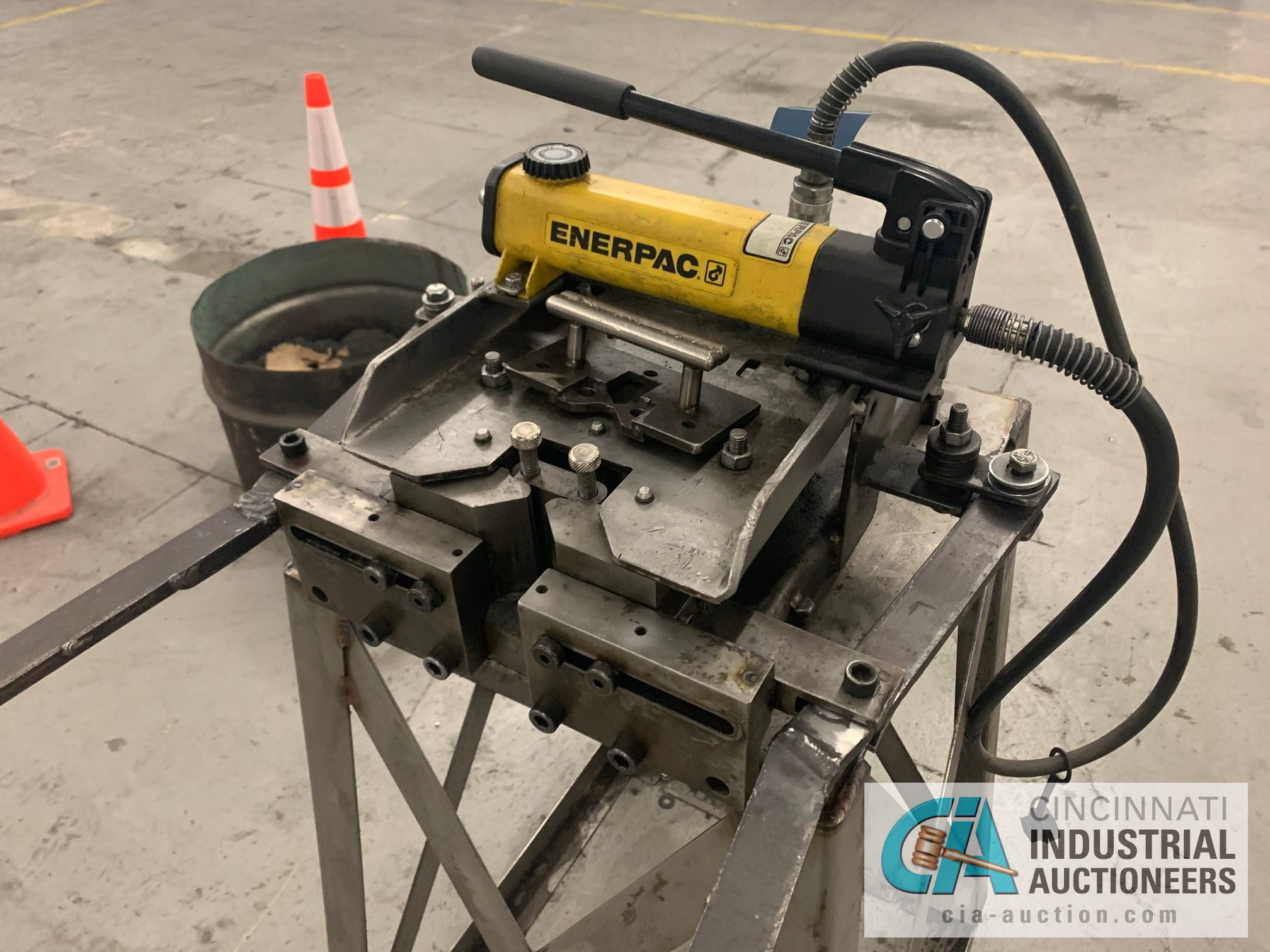 CUSTOM BUILT FORMING MACHINE AND ENERPAC HAND PUNCH - Image 3 of 5