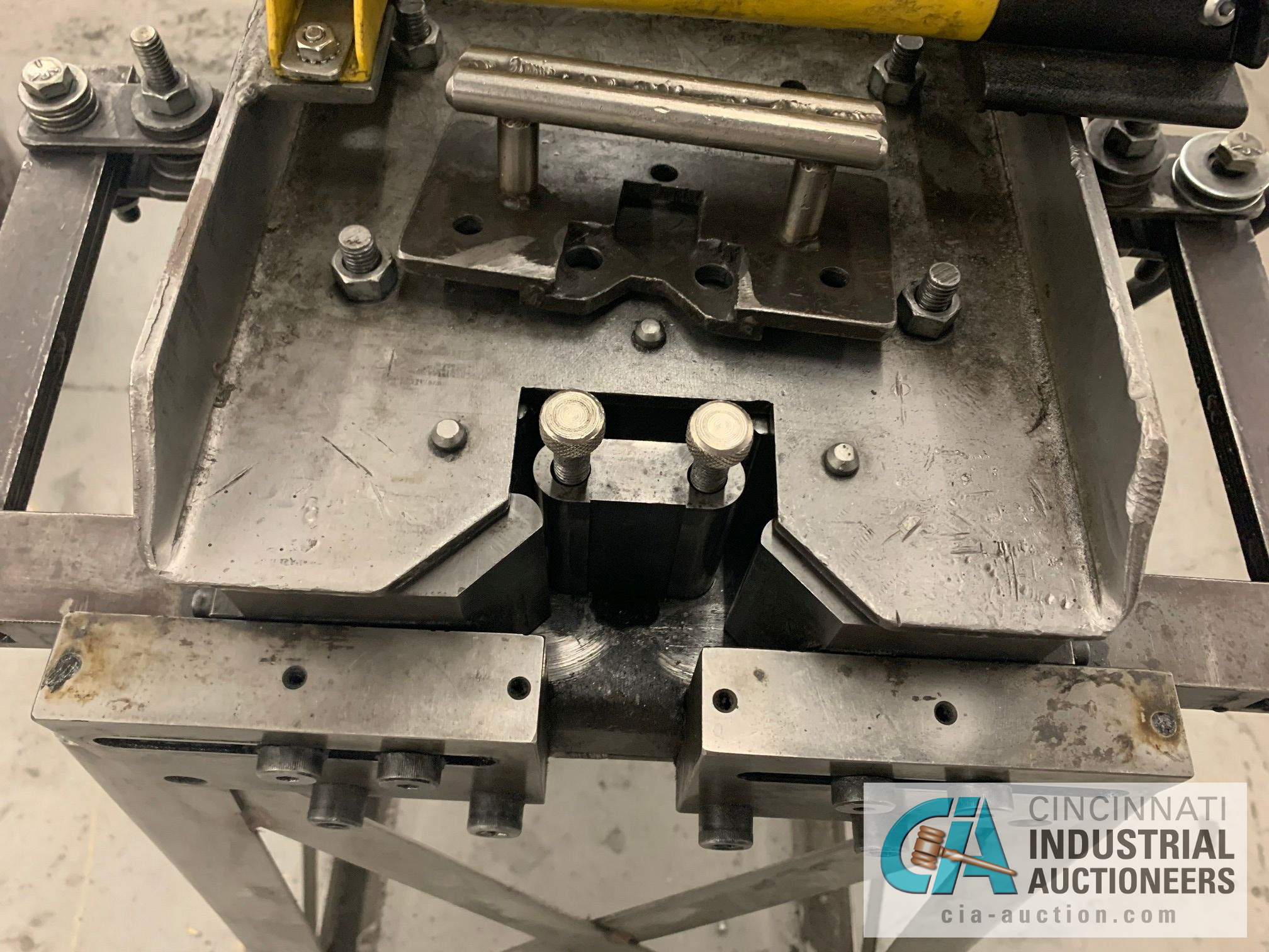 CUSTOM BUILT FORMING MACHINE AND ENERPAC HAND PUNCH - Image 5 of 5