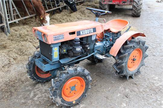 Kubota B6000 Mini Tractor It Has A 2 Cylinder Kubota Diesel Engine