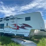 Fleetwood Gearbox 5th wheel trailer, 37 ft. triple axle,