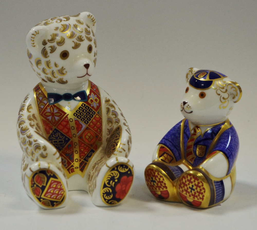 Lot 2 - A Royal Crown Derby paperweight Teddy Bear, gold stopper, 1st quality,