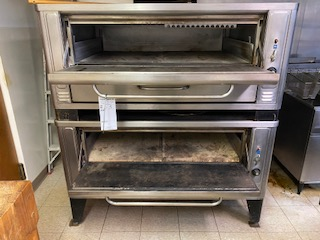 Blodgett natural gas double stackable pizza oven Extremely clean - Image 2 of 4