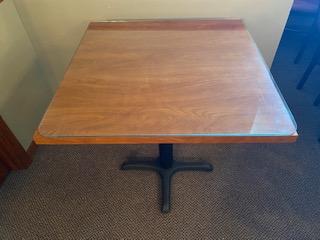 Glass top wood grain 2-1/2' square pedestal table