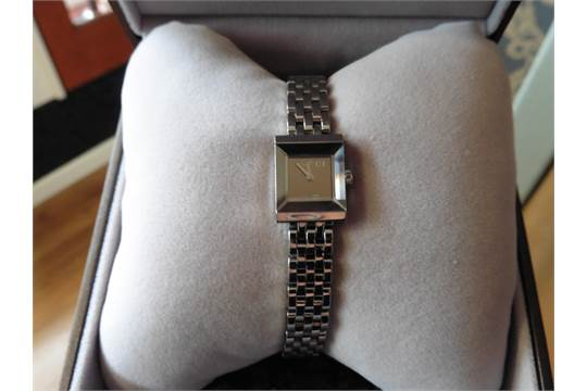 72116f5e857 Pre-owned ladies Gucci watch. Stainless steel