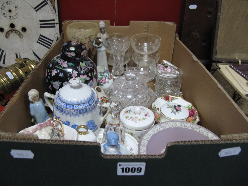 Lot 1009 - Wedgwood Jasperware Cabinet Plate, Aynsley, Wedgwood, Royal Albert and other decorative china,