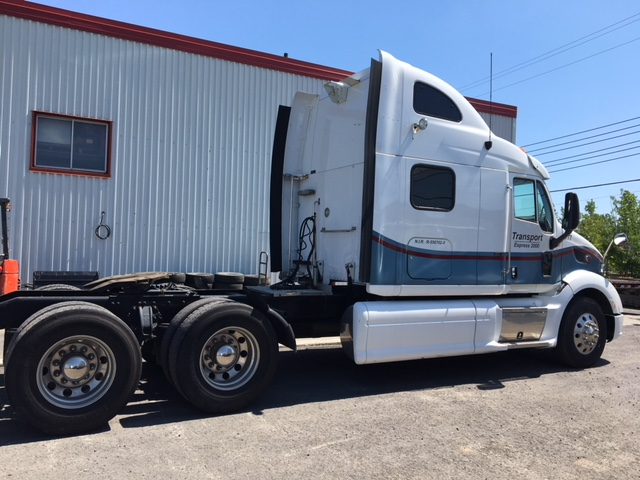 Lot 12 - PETERBILT Truck, mod: 587, 2013, sn: 1XP4DP9X9DD177240