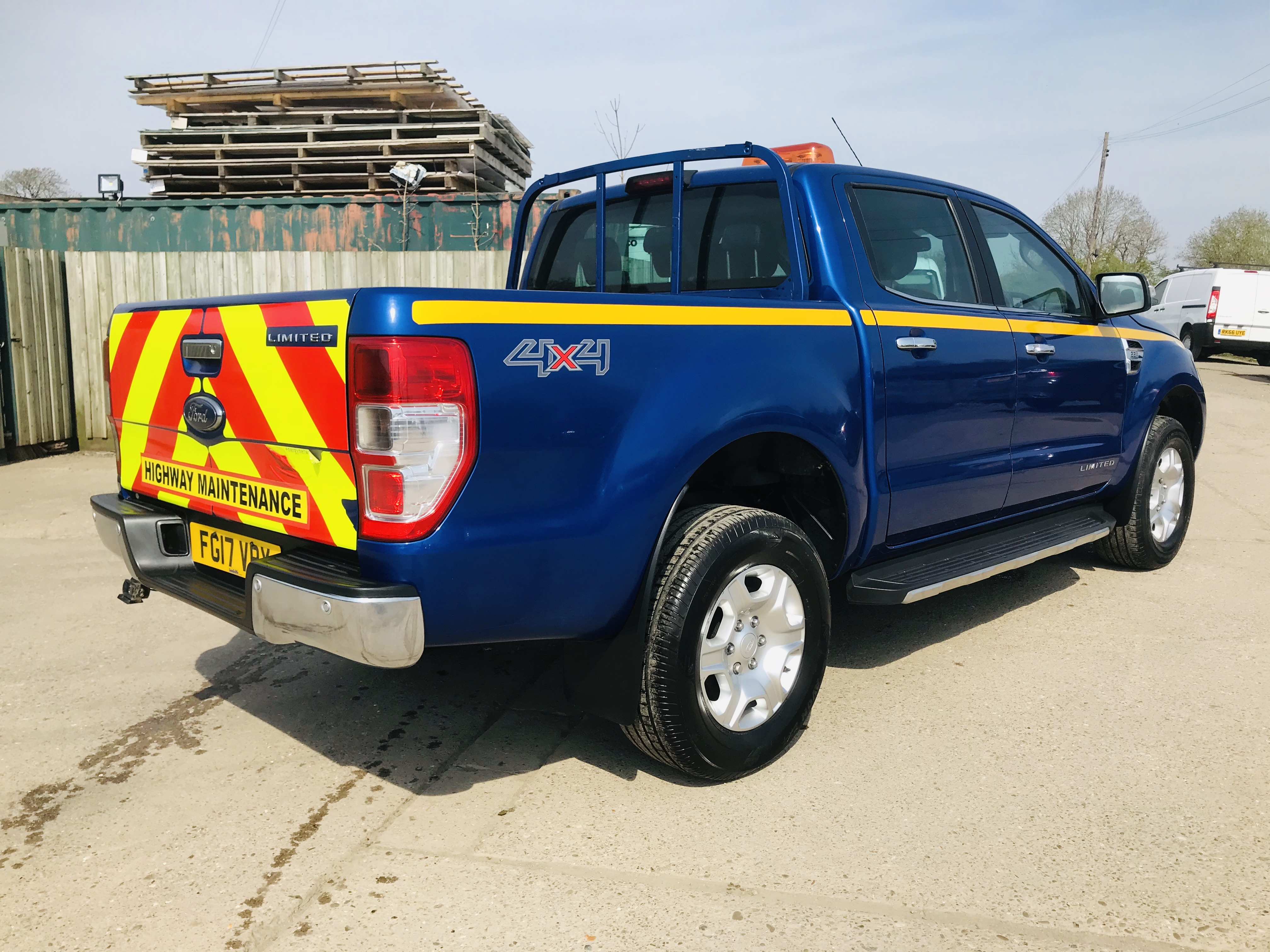 """ON SALE FORD RANGER 2.2TDCI """"LIMITED"""" D/C PICK UP (17 REG) 1 OWNER FSH - FULL LEATHER - CLIMATE & AC - Image 11 of 38"""