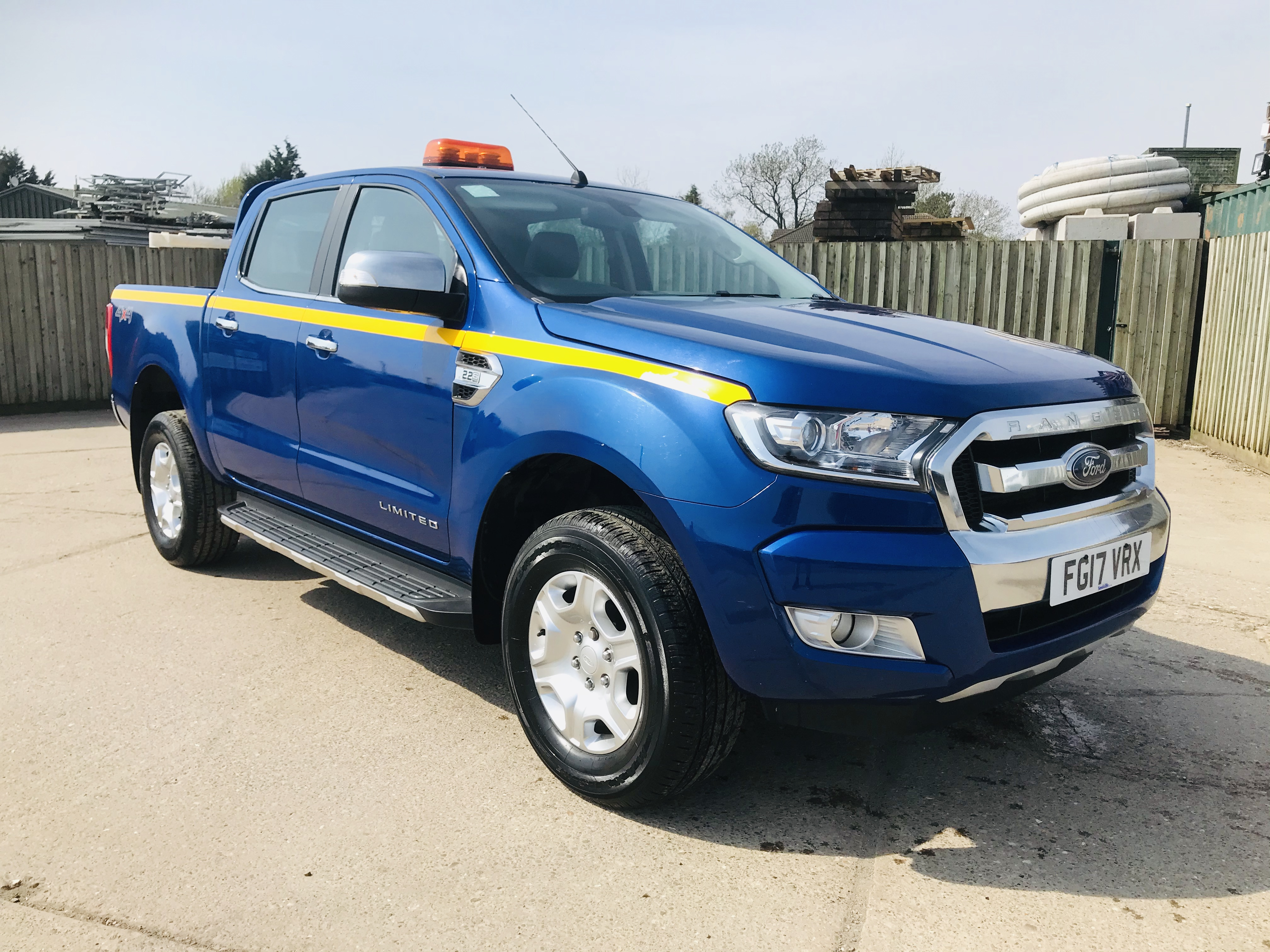 """ON SALE FORD RANGER 2.2TDCI """"LIMITED"""" D/C PICK UP (17 REG) 1 OWNER FSH - FULL LEATHER - CLIMATE & AC - Image 3 of 38"""