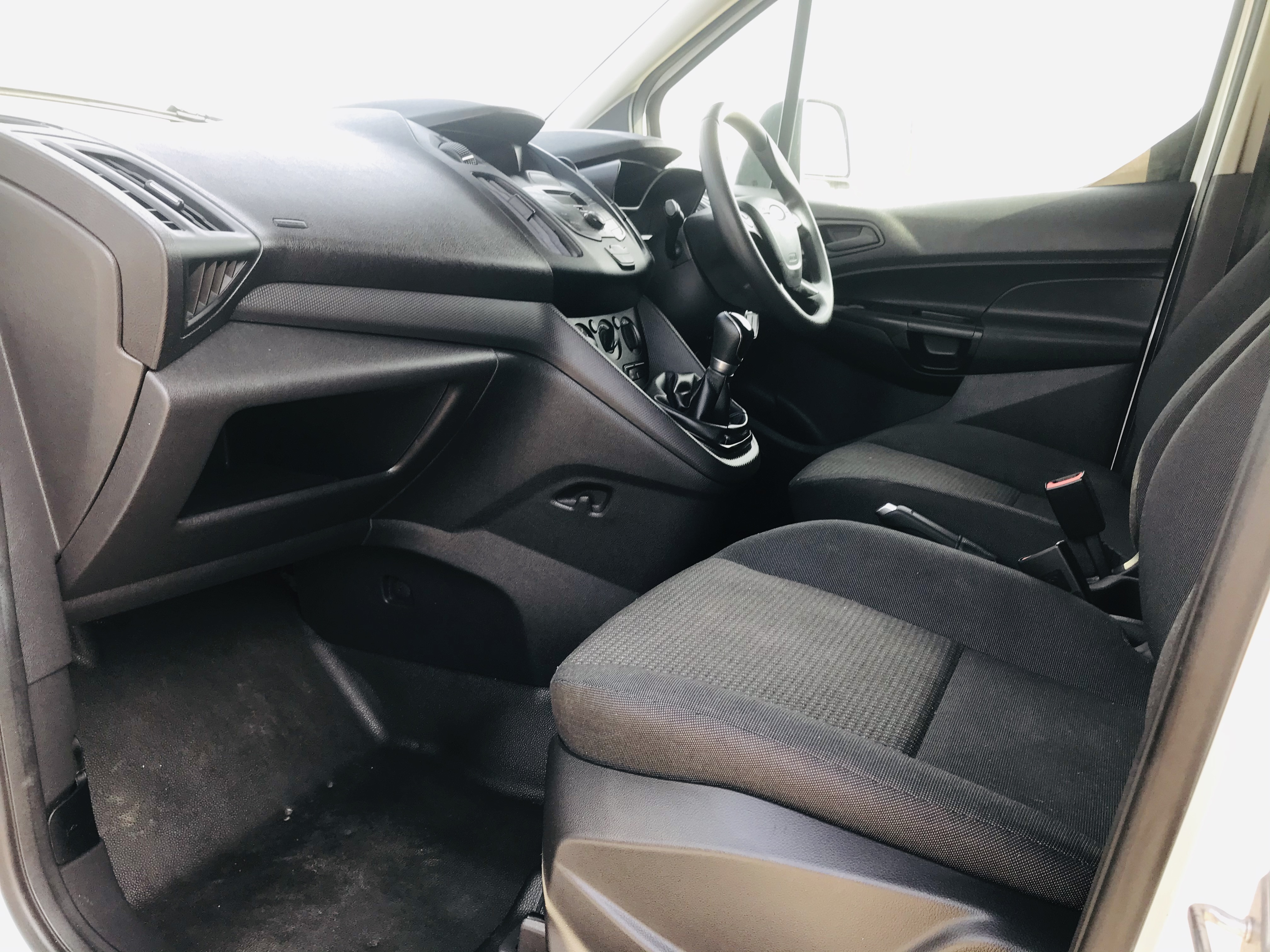 """ON SALE FORD TRANSIT CONNECT 1.6TDCI ECO-TECH 'LWB' 2017 REG - 1 OWNER - FSH - EURO 6""""ULEZ COMPLIANT - Image 27 of 30"""