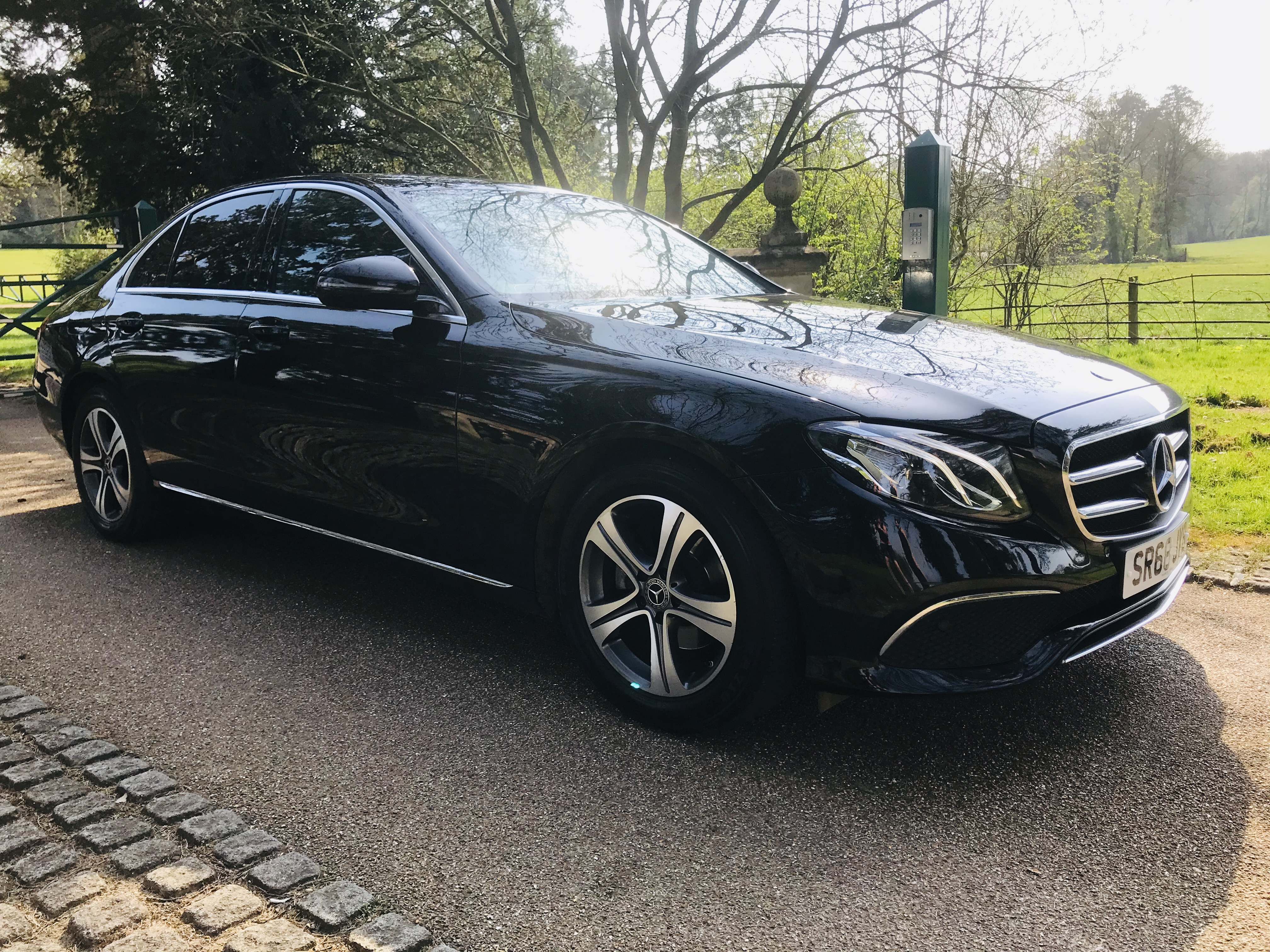 """On Sale MERCEDES E220d """"SPECIAL EQUIPMENT"""" 9G TRONIC (2019 MODEL) 1 OWNER - SAT NAV - LEATHER - WOW! - Image 2 of 26"""