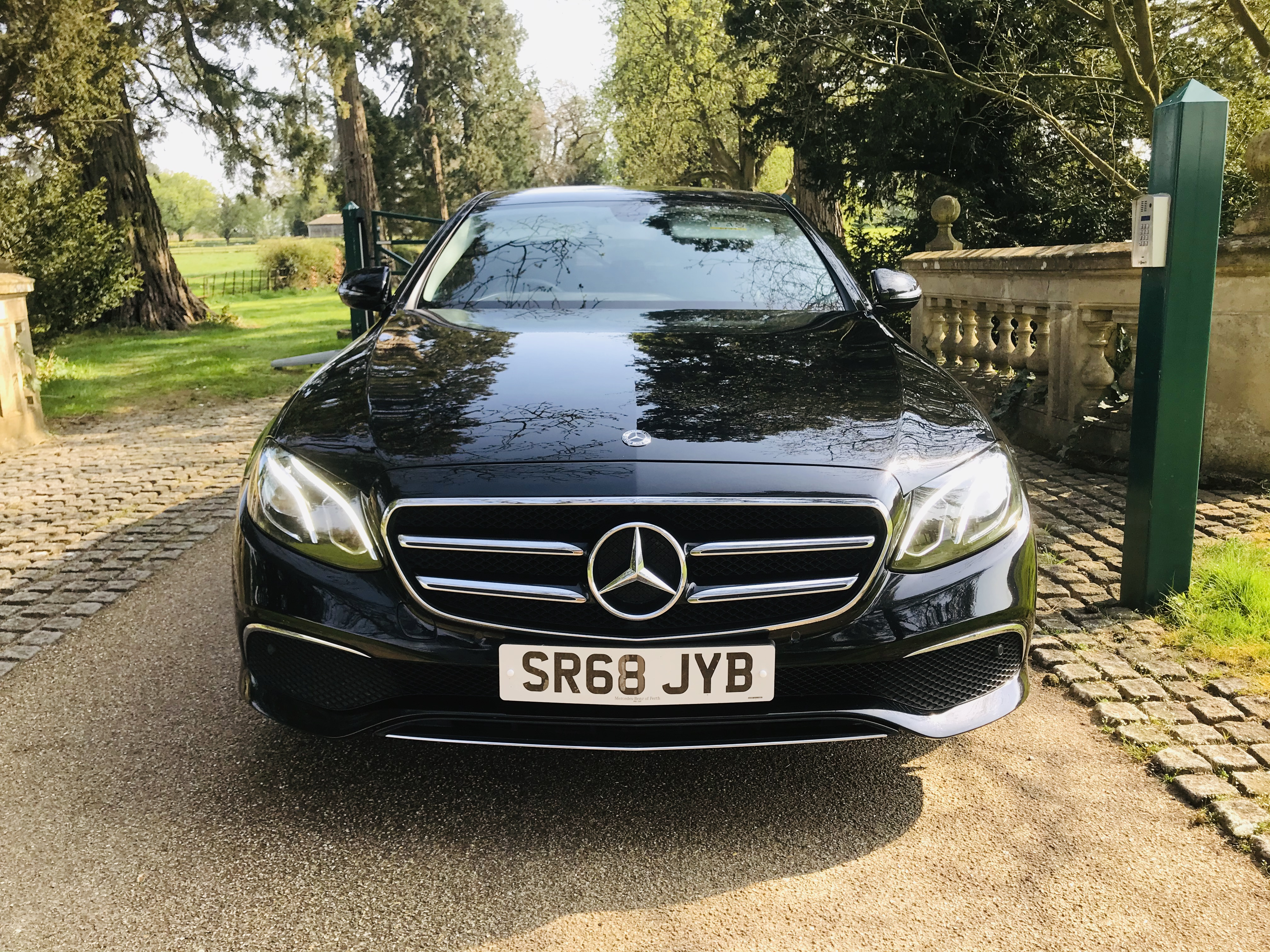 """On Sale MERCEDES E220d """"SPECIAL EQUIPMENT"""" 9G TRONIC (2019 MODEL) 1 OWNER - SAT NAV - LEATHER - WOW! - Image 4 of 26"""