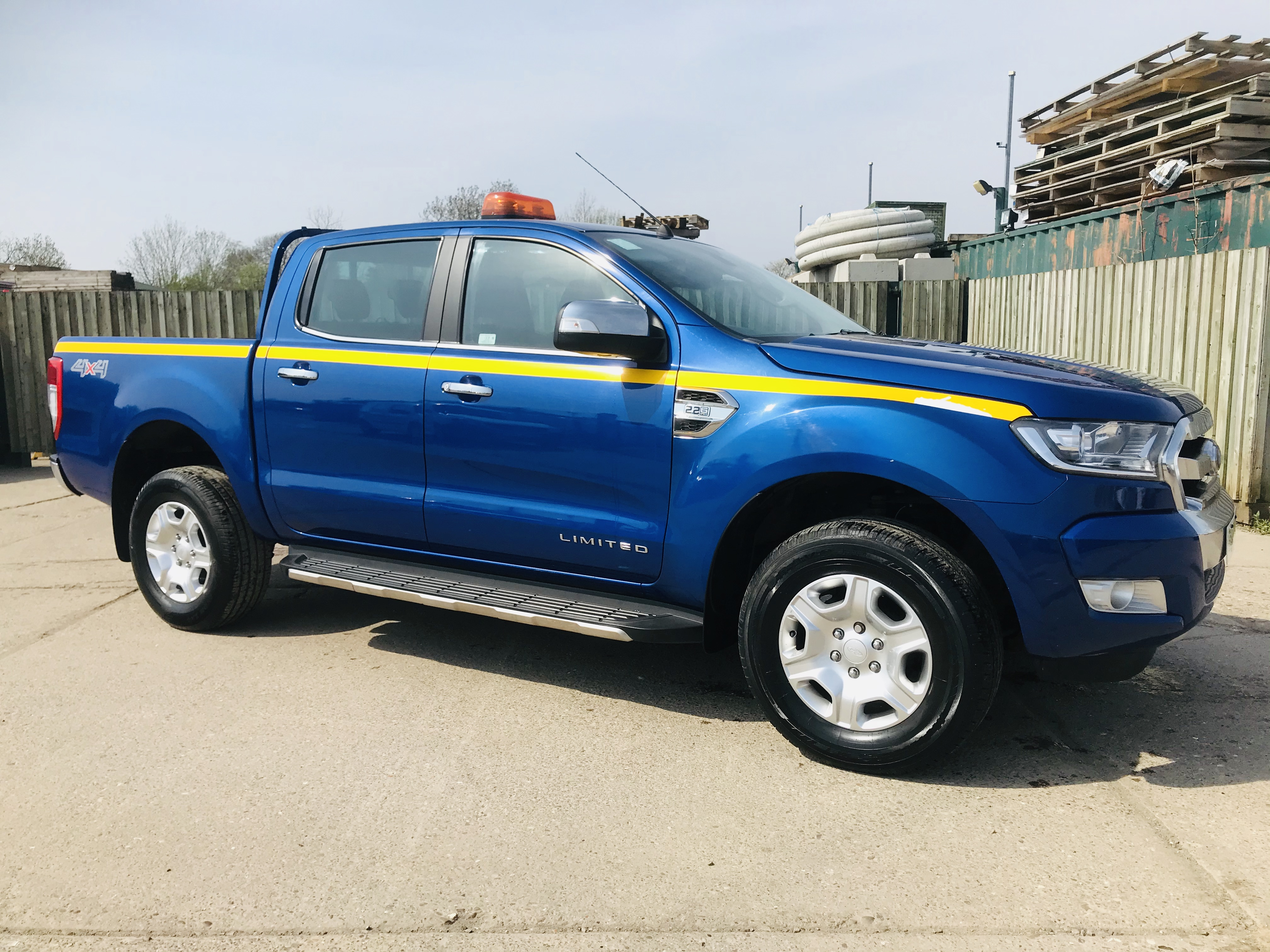 """ON SALE FORD RANGER 2.2TDCI """"LIMITED"""" D/C PICK UP (17 REG) 1 OWNER FSH - FULL LEATHER - CLIMATE & AC"""