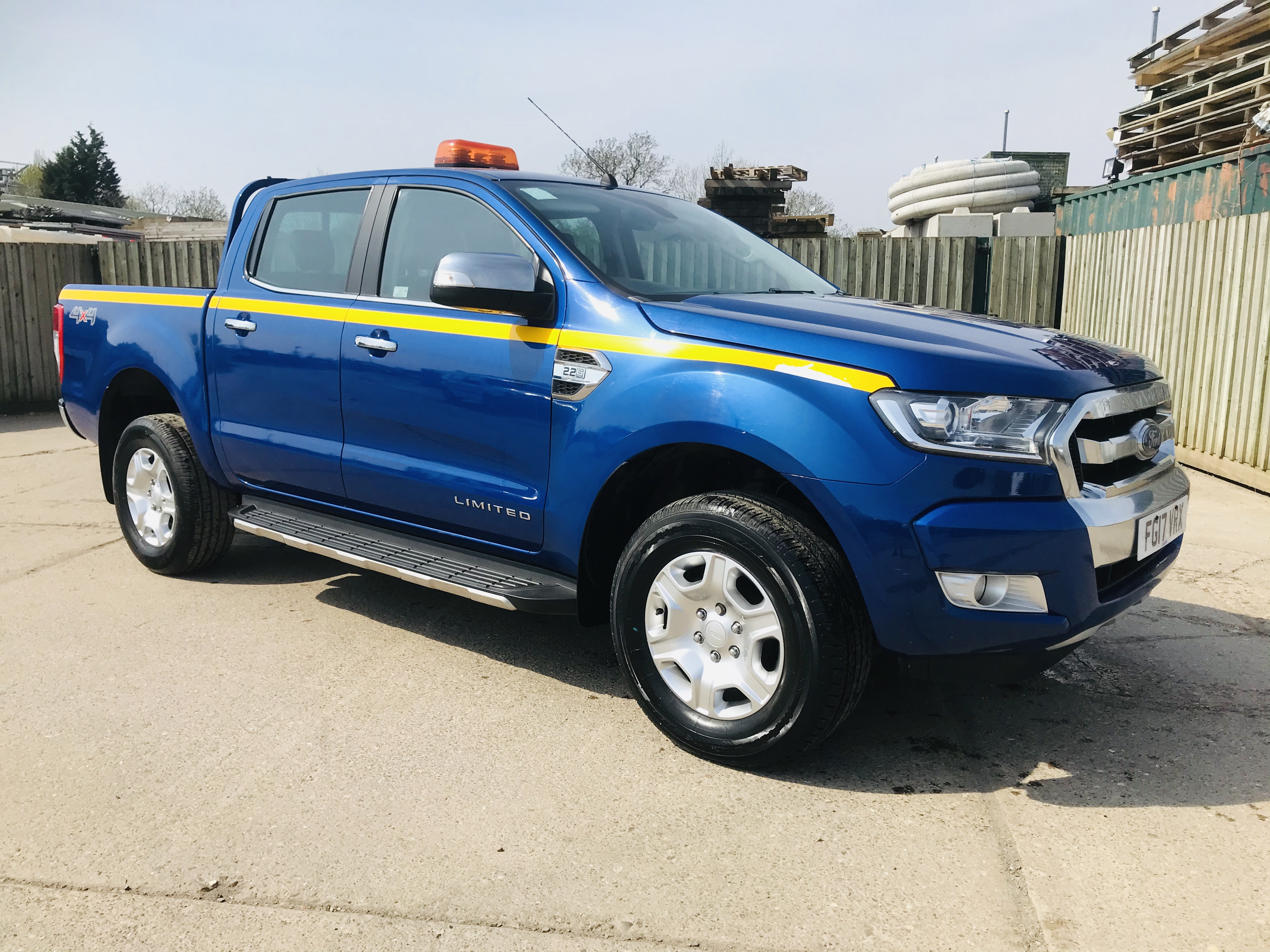 """ON SALE FORD RANGER 2.2TDCI """"LIMITED"""" D/C PICK UP (17 REG) 1 OWNER FSH - FULL LEATHER - CLIMATE & AC - Image 2 of 38"""