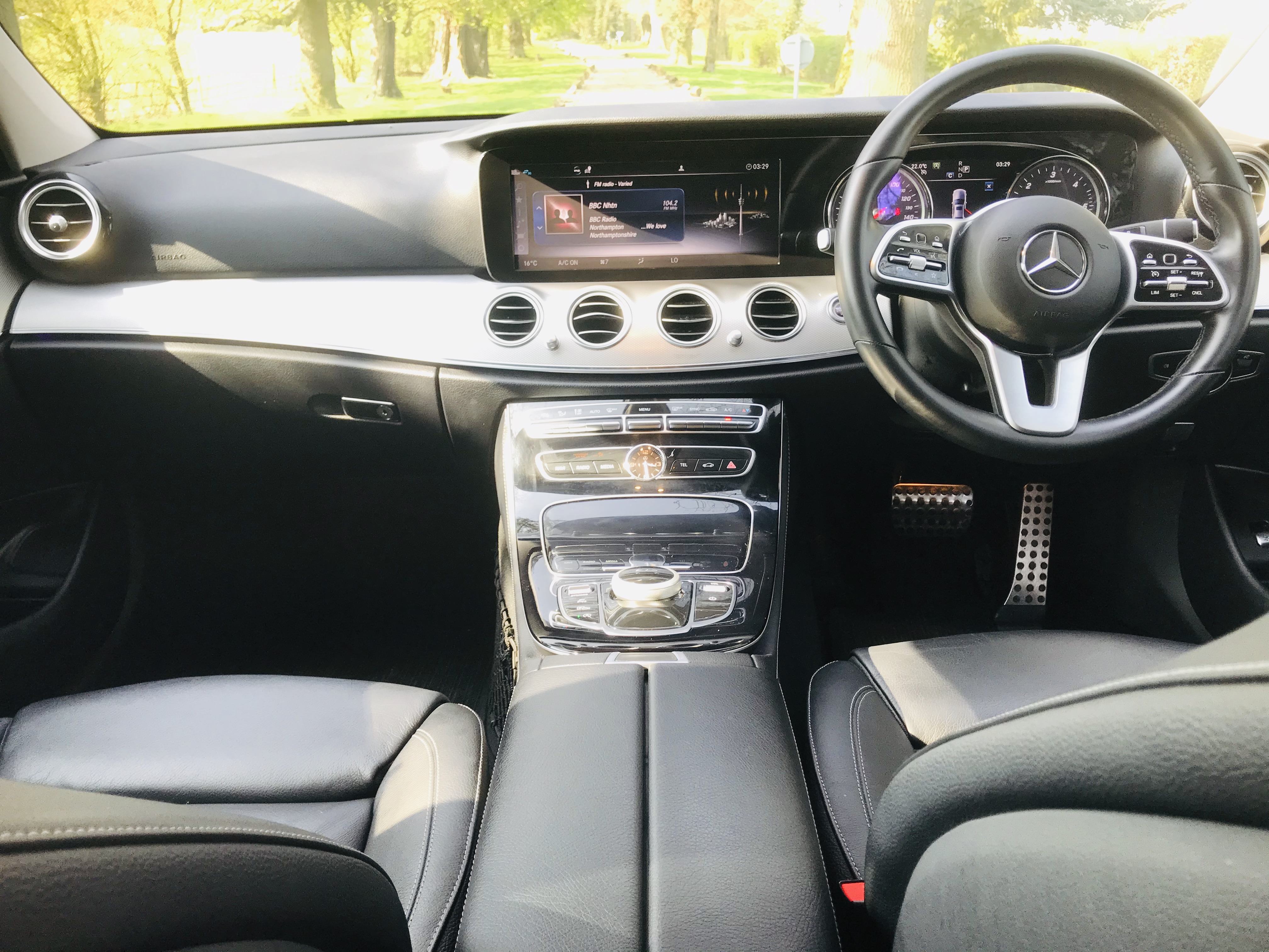 """On Sale MERCEDES E220d """"SPECIAL EQUIPMENT"""" 9G TRONIC (2019 MODEL) 1 OWNER - SAT NAV - LEATHER - WOW! - Image 11 of 26"""