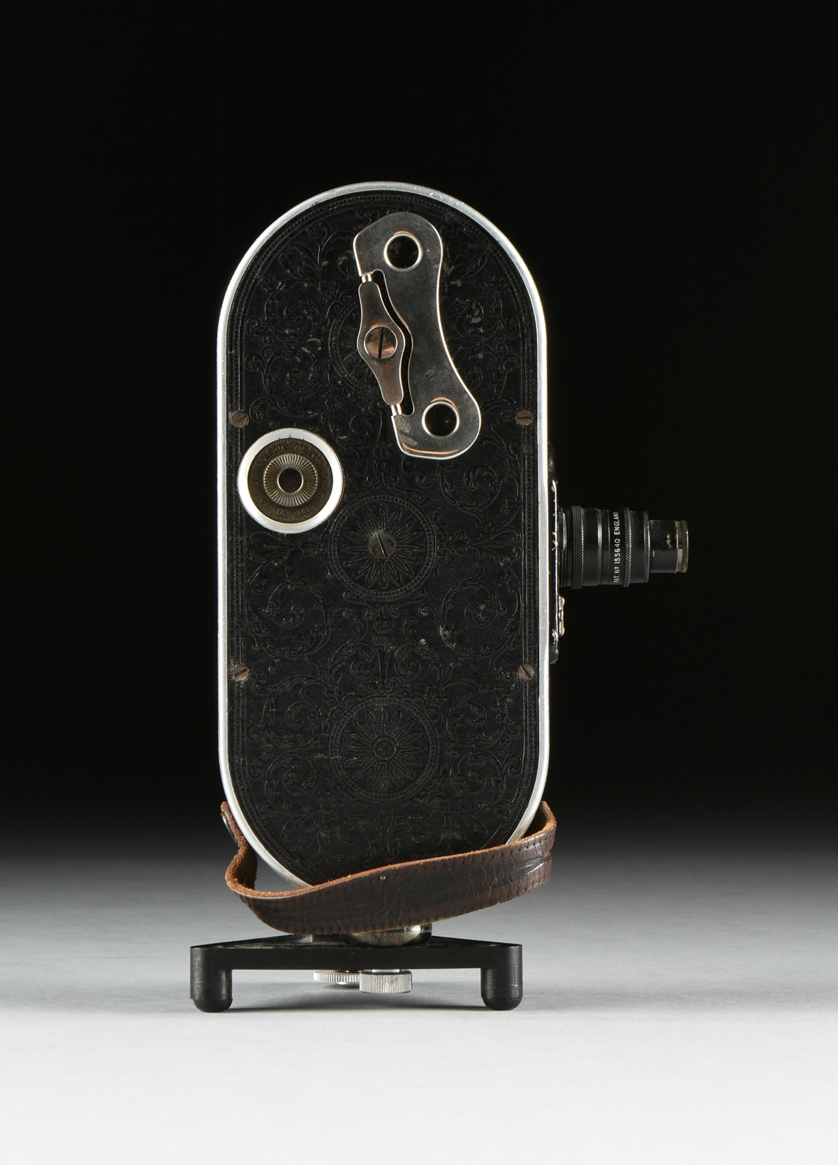 """Lot 28 - AN ANTIQUE AMERICAN BELL AND HOWELL """"FILMO FIELD MODEL"""" AUTOMATIC CINE-CAMERA, CHICAGO, 1928-1933,"""