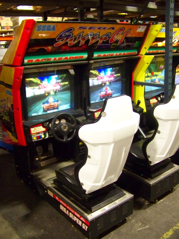 Lot 11 - SEGA SUPER GT TWIN RACING ARCADE GAME WHT SEATS