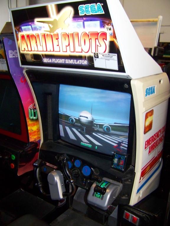 Lot 22 - AIRLINE PILOTS FLIGHT SIMULATOR ARCADE GAME SEGA