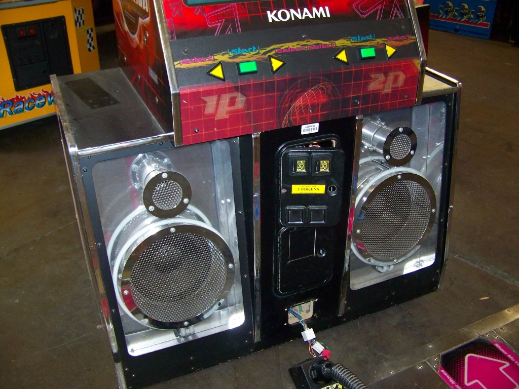 Lot 13 - DDR SUPER NOVA DEDICATED 2 PLYR DANCE GAME KONAMI
