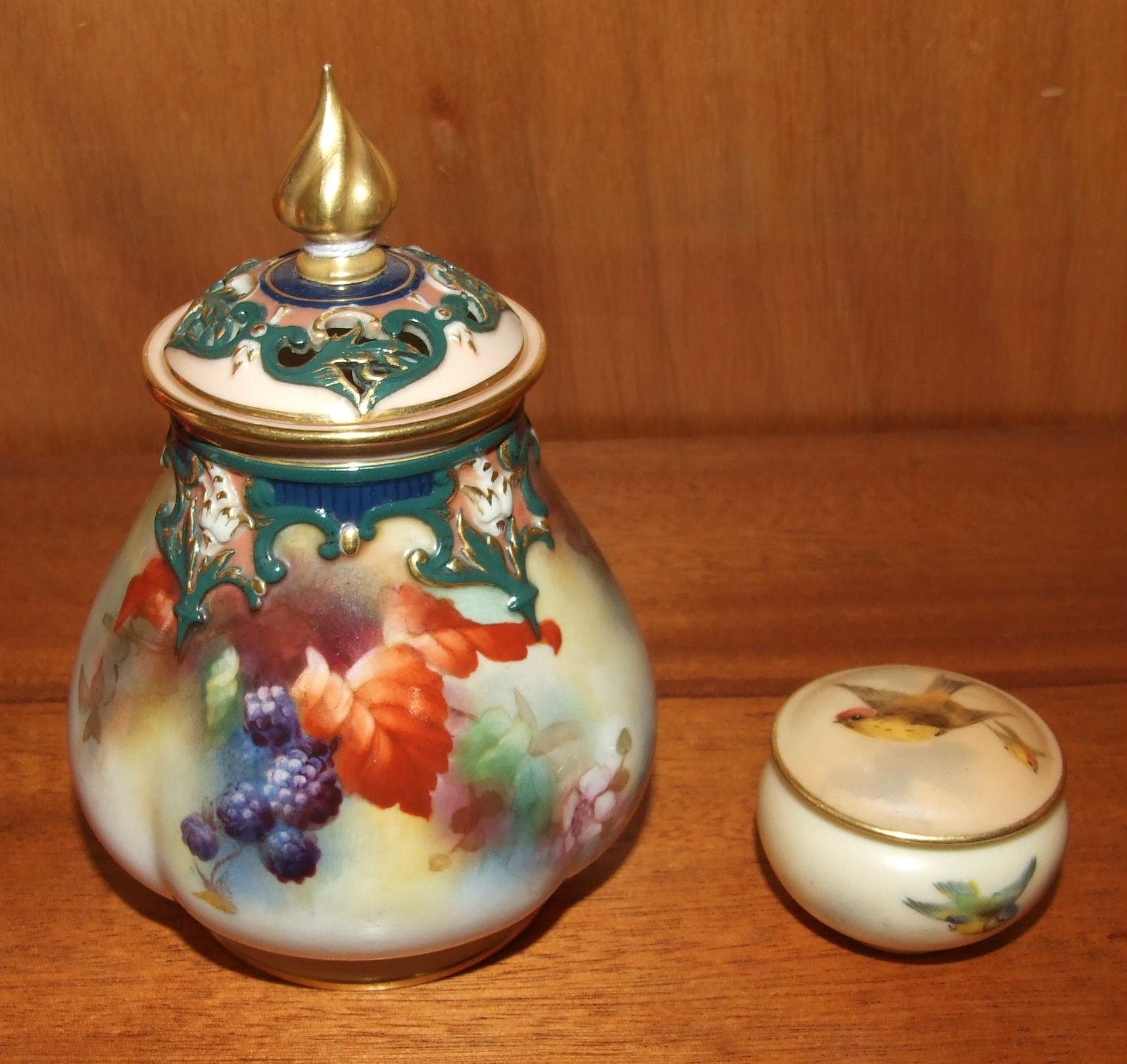 Lot 120 - A Royal Worcester ovoid quatre-lobed pot pourri vase and cover painted with blackberries, leaves and