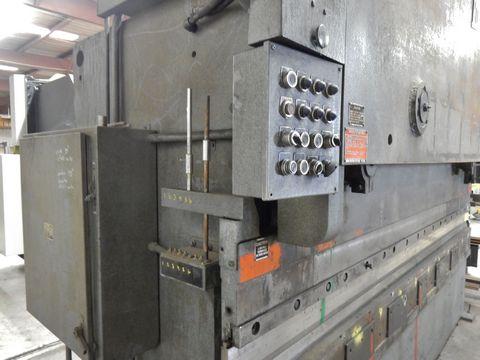 Lot 89 - HTC HYD. PRESS BRAKE, 150 TON X 12' CAP.