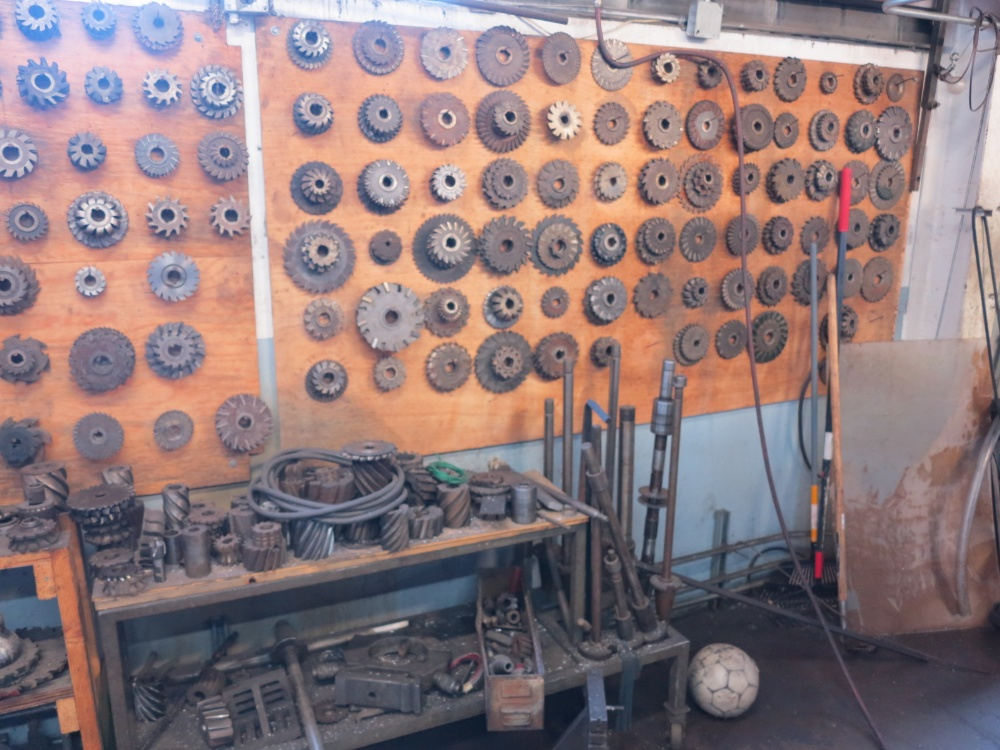 LOT - CUTTING TOOLS (ON WALL) - Image 2 of 2