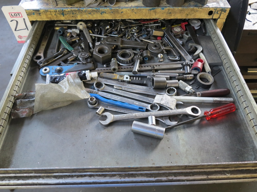 TOOL BOX W/ CONTENTS - Image 2 of 7