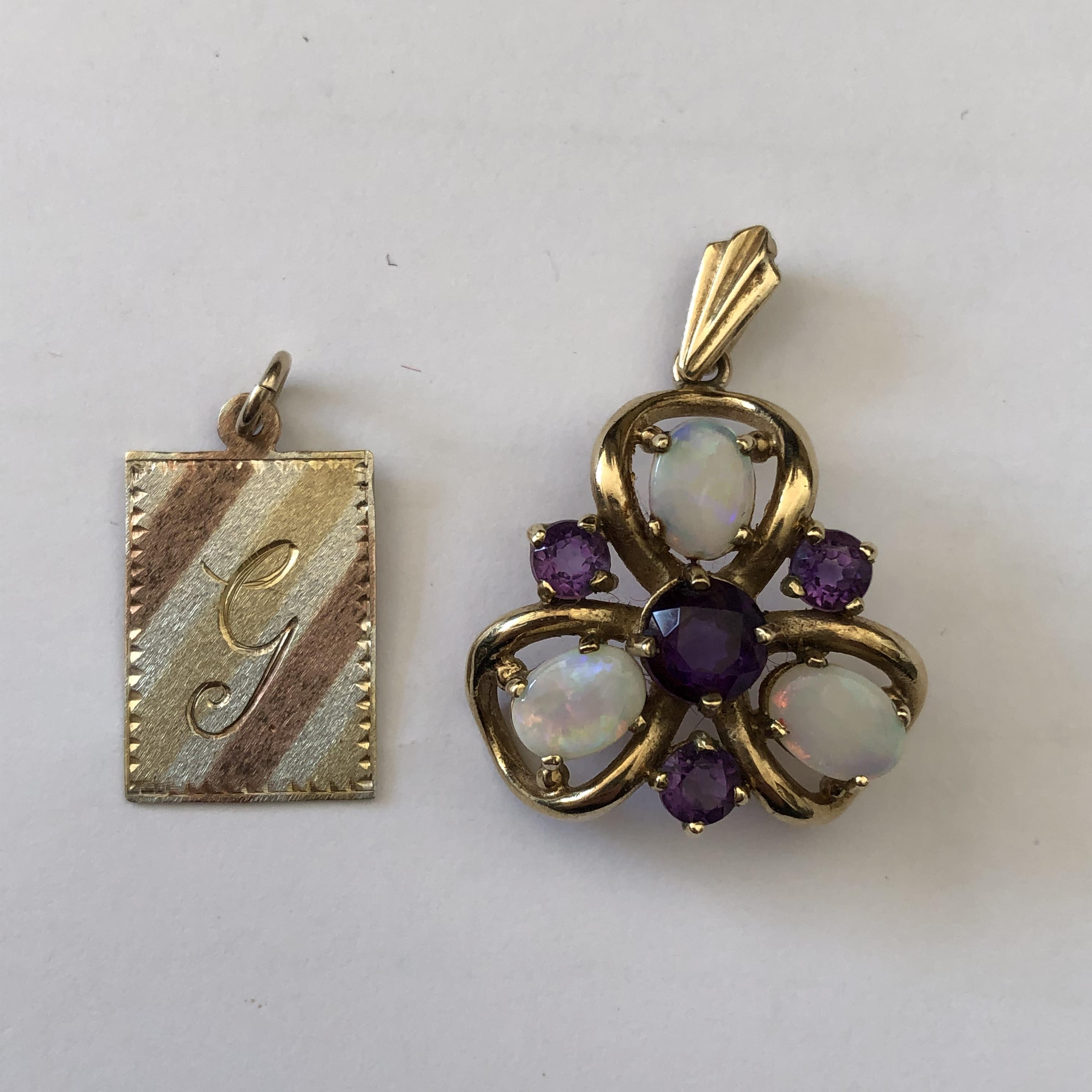 Lot 208 - 9CT GOLD AMETHYST AND OPAL TREFOIL PENDANT AND A 9CT TRI COLOUR GOLD OBLONG PENDANT ENGRAVED WITH G