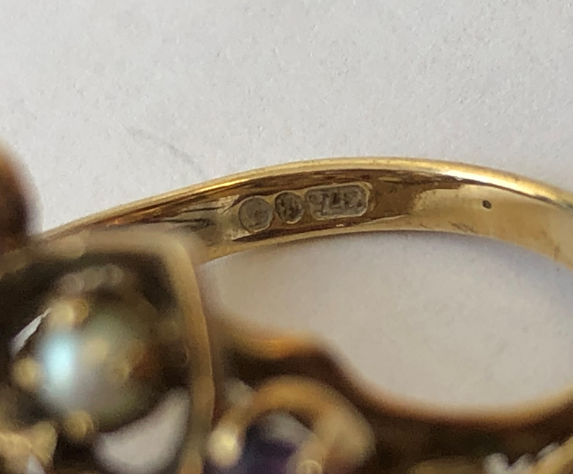Lot 237 - LADIES 9CT GOLD AMETHYST AND SEED PEARL DRESS RING SIZE L 6.