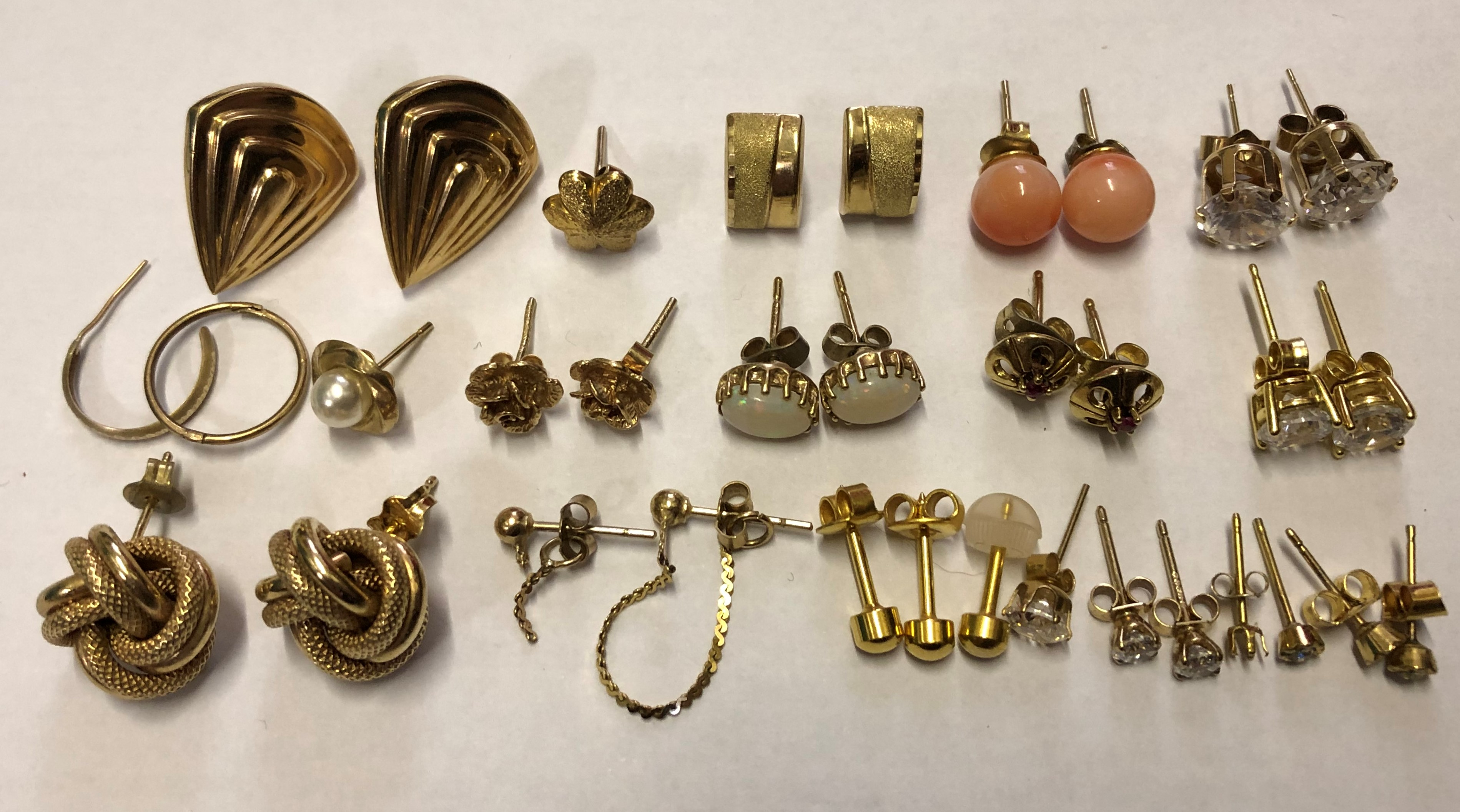 Lot 209 - SELECTION OF 9CT GOLD KNOT EARRINGS, CZ STUDS, AND OTHERS 21.