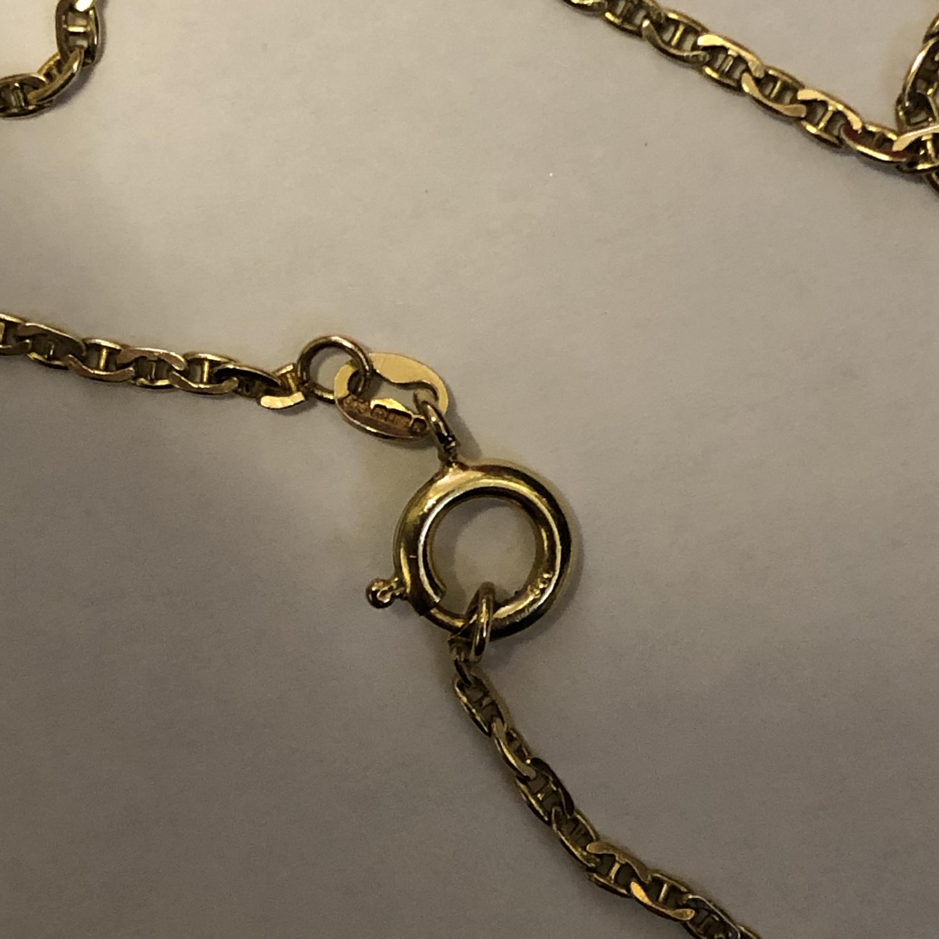 Lot 214 - WHITE METAL LOZENGE PENDANT ON 9CT GOLD FLAT LINK CHAIN 5.