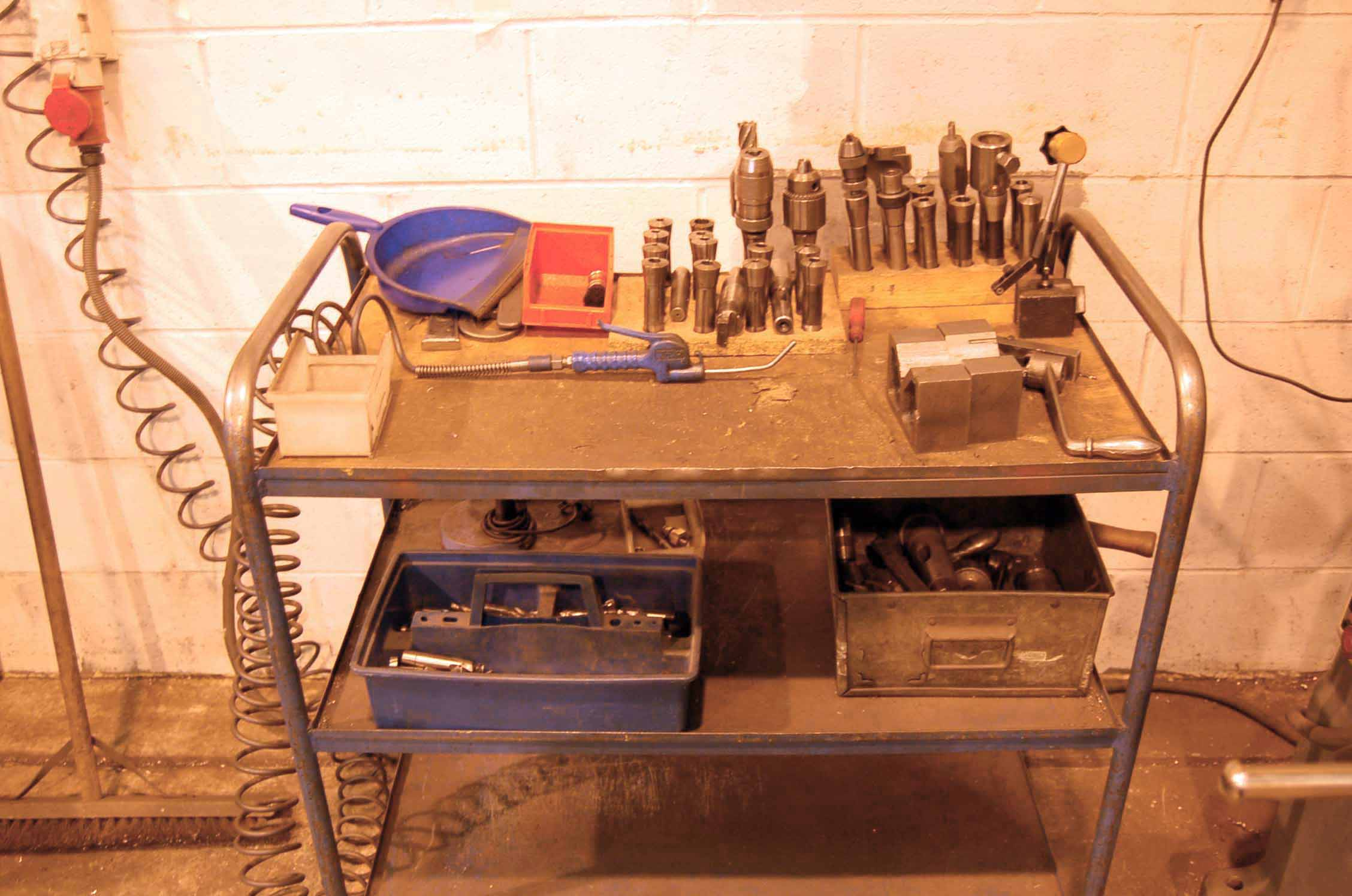 Lot 23 - An EX-CELL-O Model 602 Horizontal Turret Head Milling Machine, Serial No. 6021584A with 1070mm x