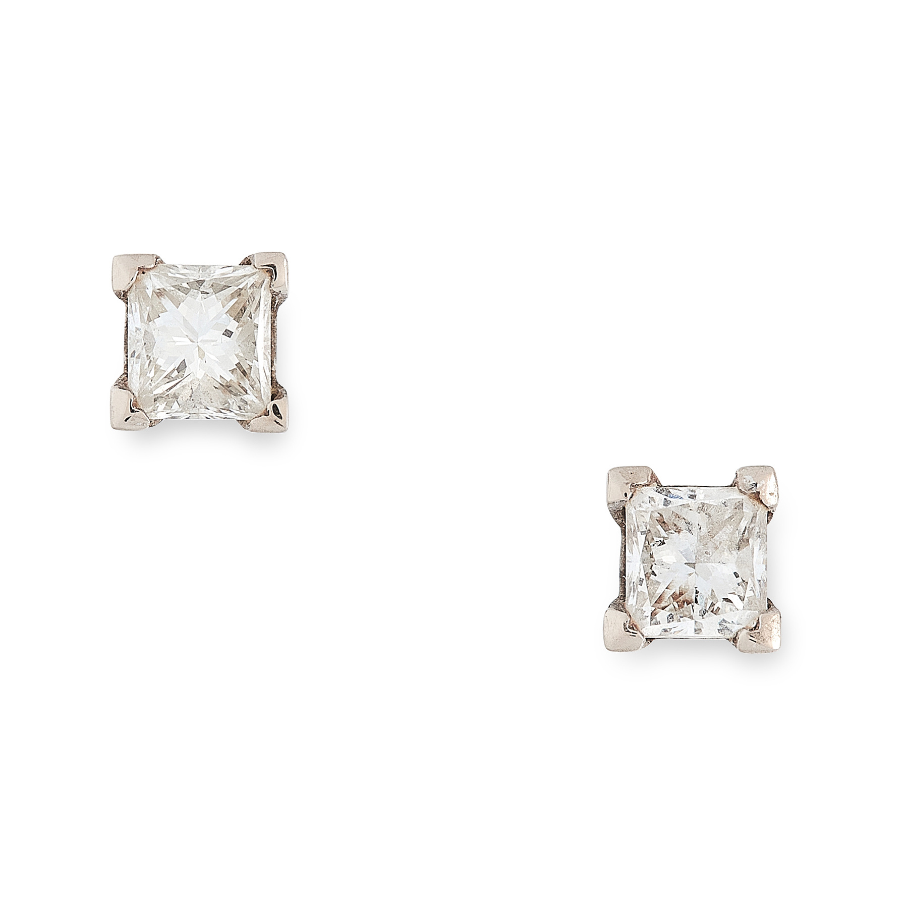 A PAIR OF 0.94 CARAT DIAMOND STUD EARRINGS each set with an princess cut diamond of 0.48 and 0.46