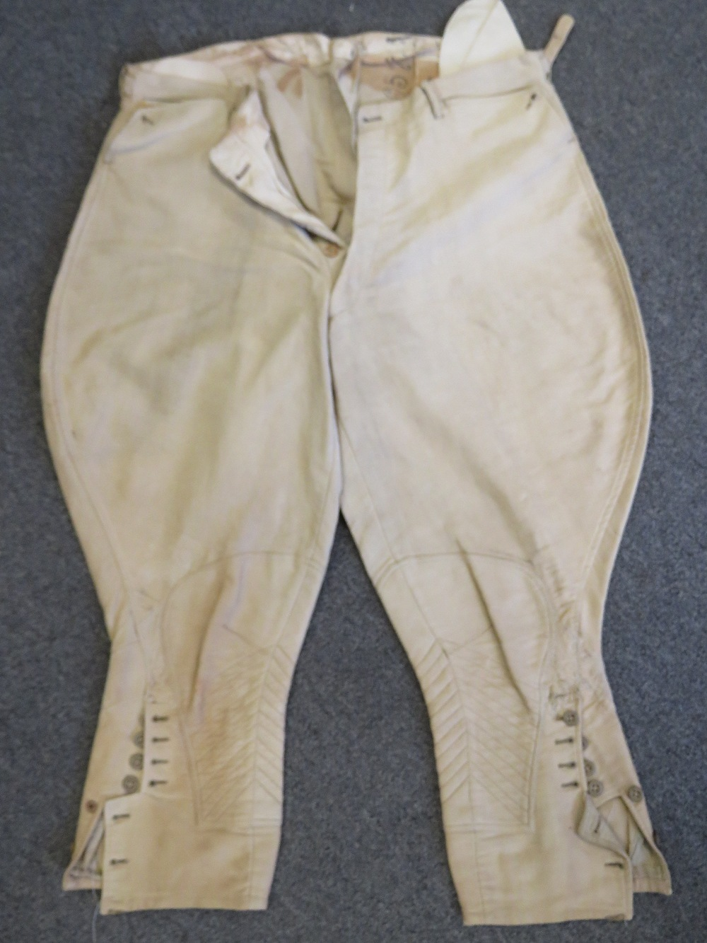 Lot 9 - A WWI US Infantry Officers summer tunic with trousers.
