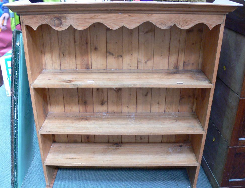 A Pine Three Shelf Bookcase H 114cm W 1055cm D 275cm  : original from www.bidspotter.co.uk size 975 x 750 jpeg 112kB