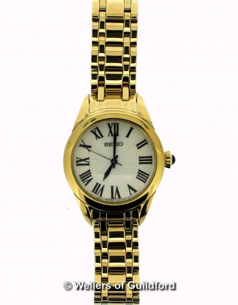 Lot 5018 - *Ladies' Seiko wristwatch, circular cream textured dial with Roman numerals, in gold coloured