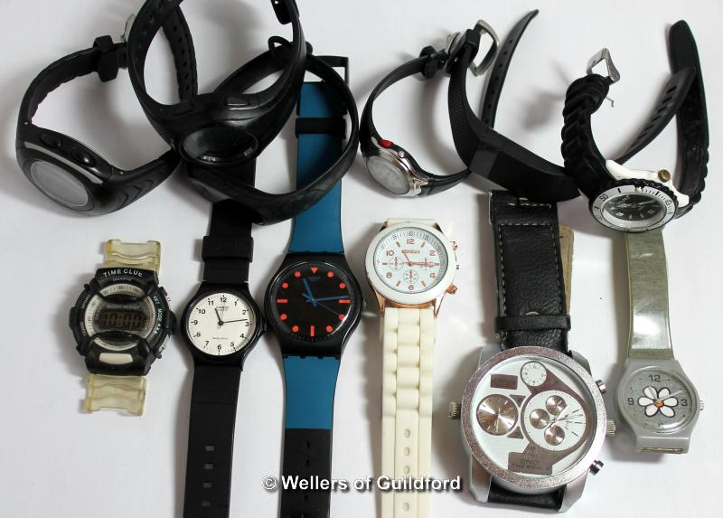 Lot 5012 - *Selection of twelve mixed watches, mainly sports style with rubberised/plastic straps (Lot