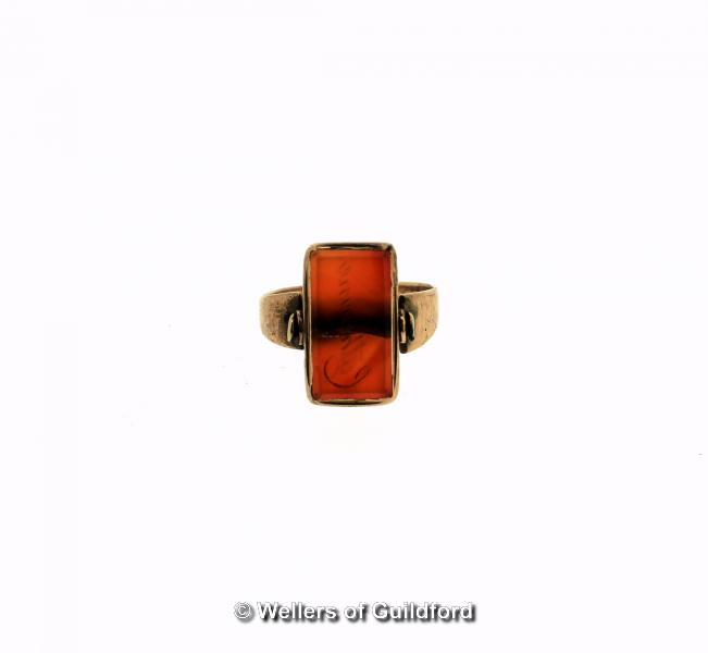 Lot 5107 - Carnelian seal swivel ring, rectangular shaped mounted in yellow metal, tested as 9ct, a/f,