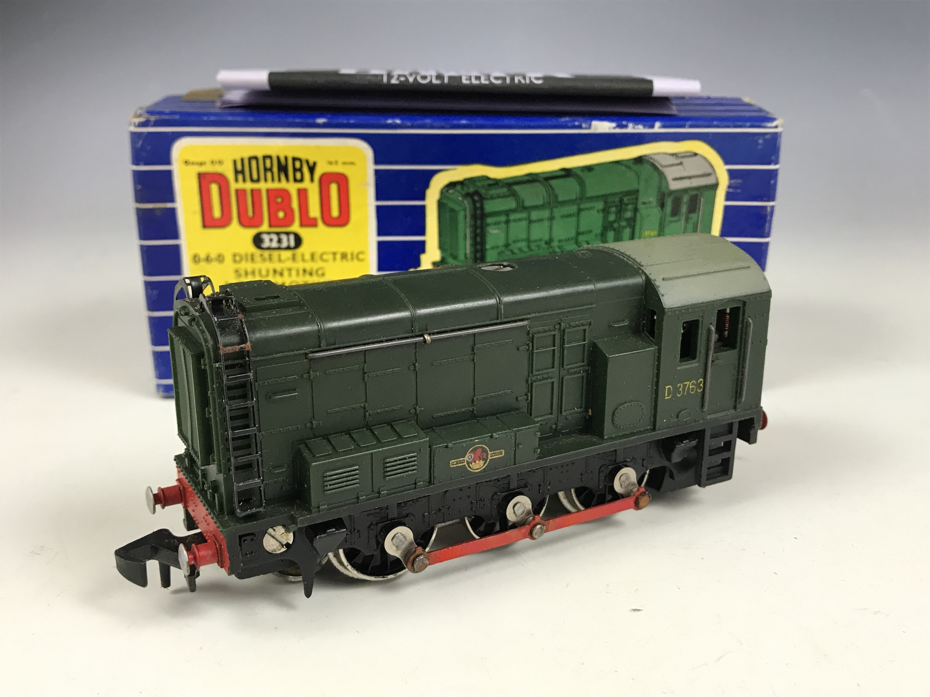 Lot 58 - A Hornby Dublo electric OO Gauge Railway No. 3231 0-6-0 Diesel-Electric Shunting Locomotive,