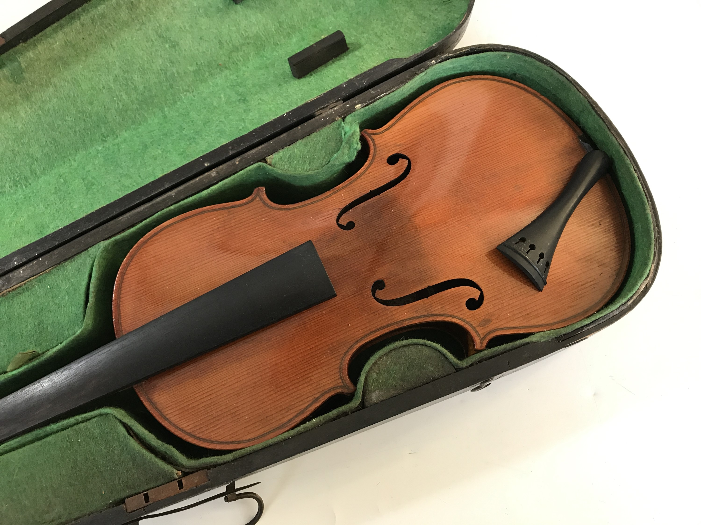 Lot 19 - A violin, The Maidstone by Murdoch, Murdoch & Co, London, having a 14-inch two-piece back, in